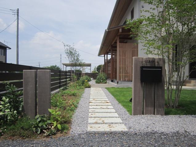 コンクリート製枕木でアクセントのあるお庭造りを!群馬県太田市_e0361918_13095233.jpg