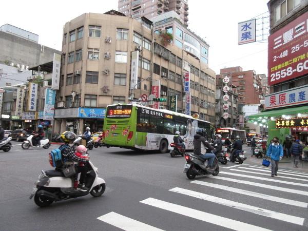 台湾で見かけるフルーツ屋さん(小ネタ)@台湾でごはん2019冬_c0152767_23515639.jpg