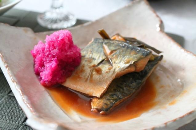 鯖の味噌煮 紅くるり大根おろし添え_d0377645_16174356.jpg