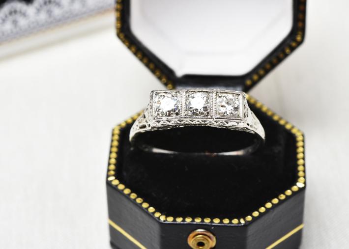 デコのダイヤモンドリング_a0264182_17300724.jpg
