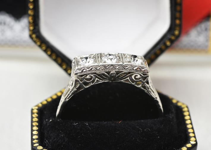 デコのダイヤモンドリング_a0264182_17311362.jpg