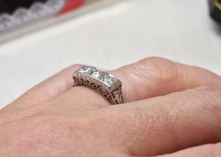 デコのダイヤモンドリング_a0264182_17313901.jpg