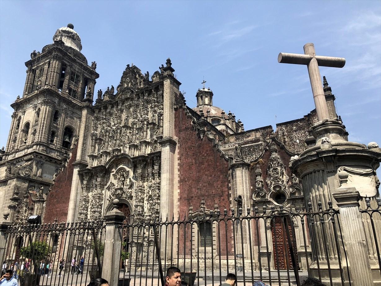 中南米の旅/68 アステカ遺跡の上に建つメトロポリタン大聖堂@メキシコシティ_a0092659_20380971.jpg