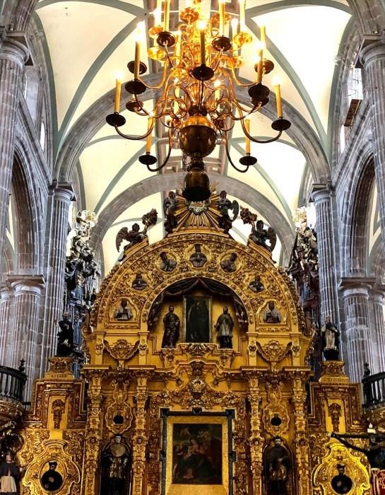 中南米の旅/68 アステカ遺跡の上に建つメトロポリタン大聖堂@メキシコシティ_a0092659_21083809.jpg