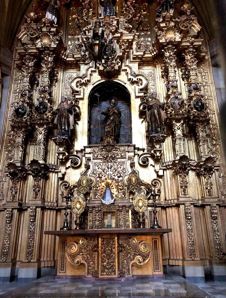 中南米の旅/68 アステカ遺跡の上に建つメトロポリタン大聖堂@メキシコシティ_a0092659_21090386.jpg