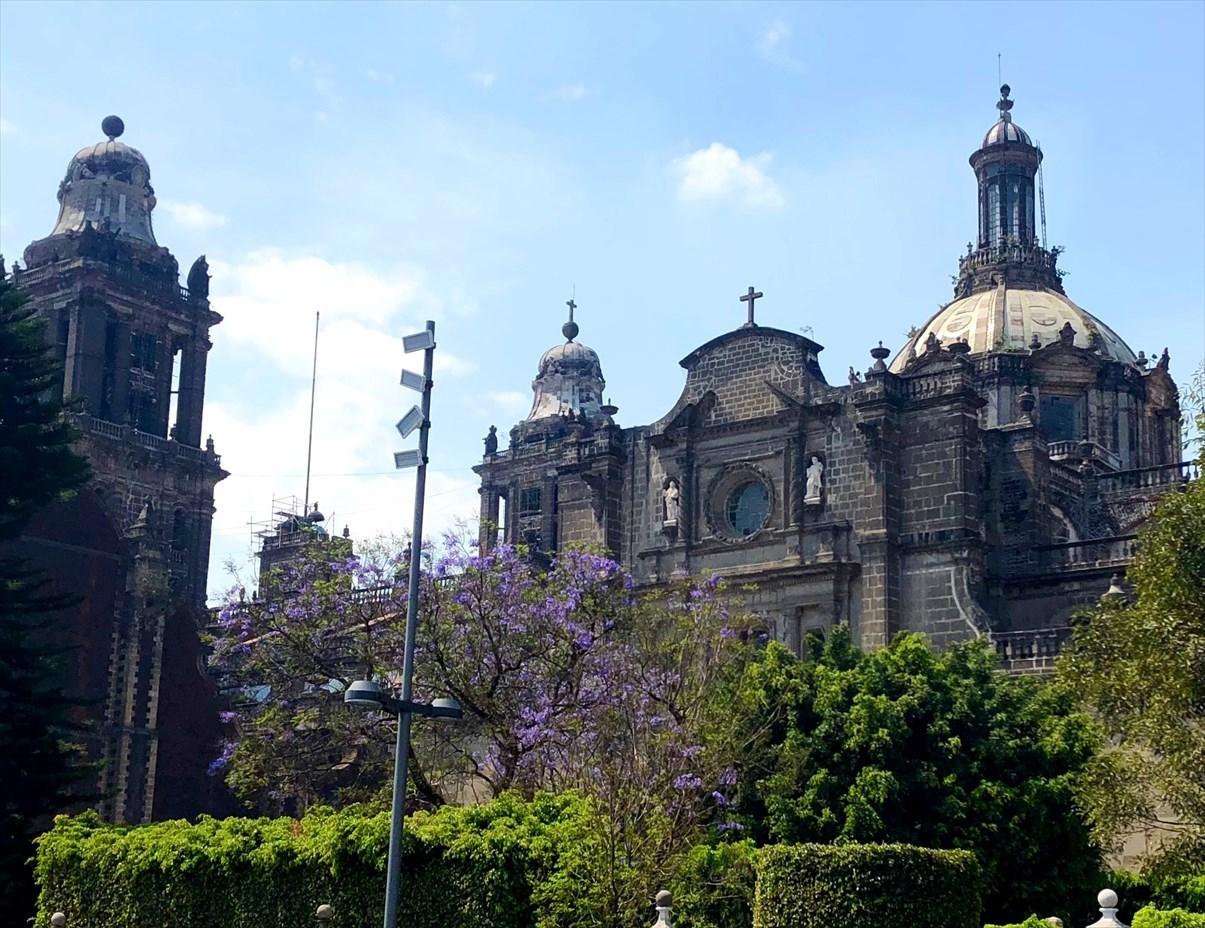 中南米の旅/68 アステカ遺跡の上に建つメトロポリタン大聖堂@メキシコシティ_a0092659_21194423.jpg