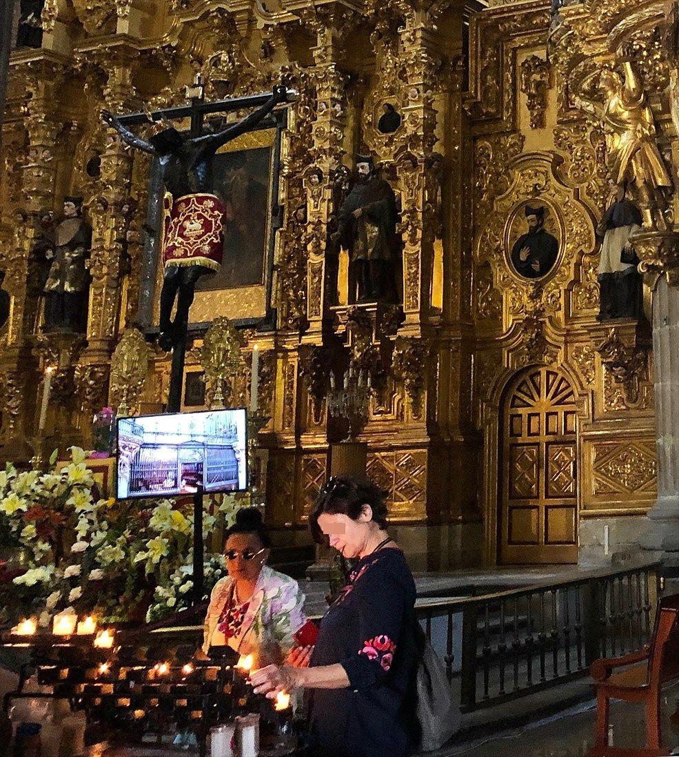中南米の旅/68 アステカ遺跡の上に建つメトロポリタン大聖堂@メキシコシティ_a0092659_23384599.jpg