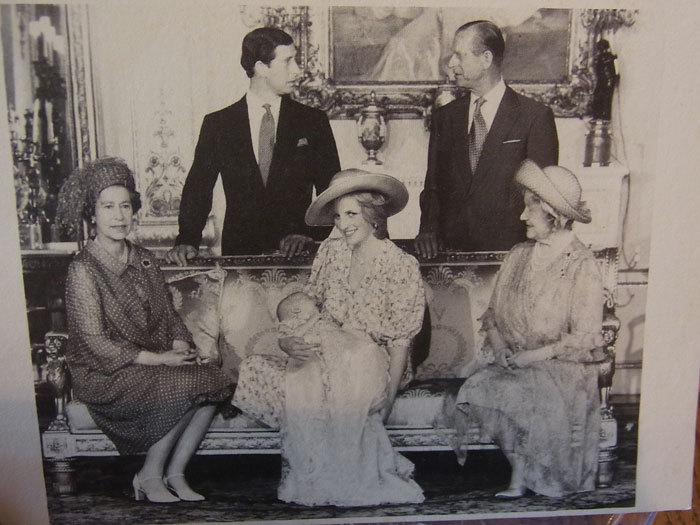 代々引き継がれる英国王室のホニトン・レース・ガウン_d0127182_16321577.jpg