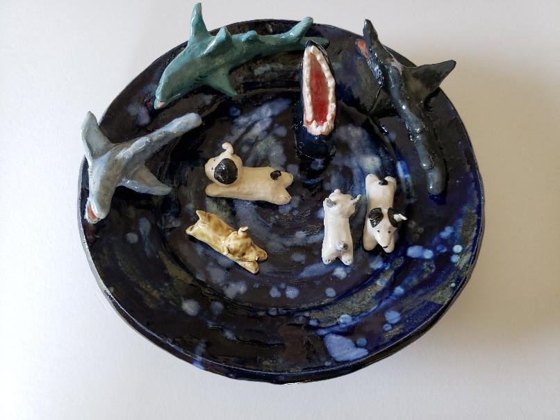 閲覧注意?サメに襲われる子犬の皿…。_b0398686_15075826.jpg