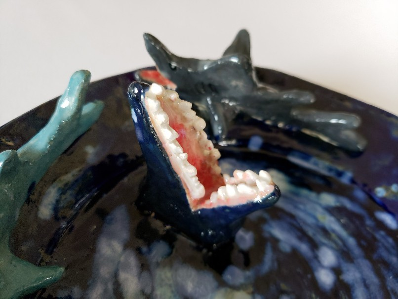 閲覧注意?サメに襲われる子犬の皿…。_b0398686_15100031.jpg