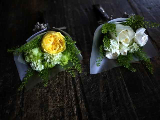お誕生日のミニブーケ2種。「白~グリーンと、黄色~グリーン」。2019/07/05。_b0171193_17584981.jpg