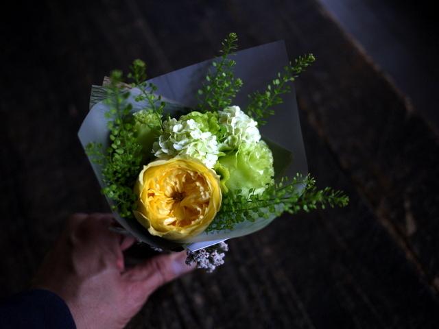 お誕生日のミニブーケ2種。「白~グリーンと、黄色~グリーン」。2019/07/05。_b0171193_17590182.jpg