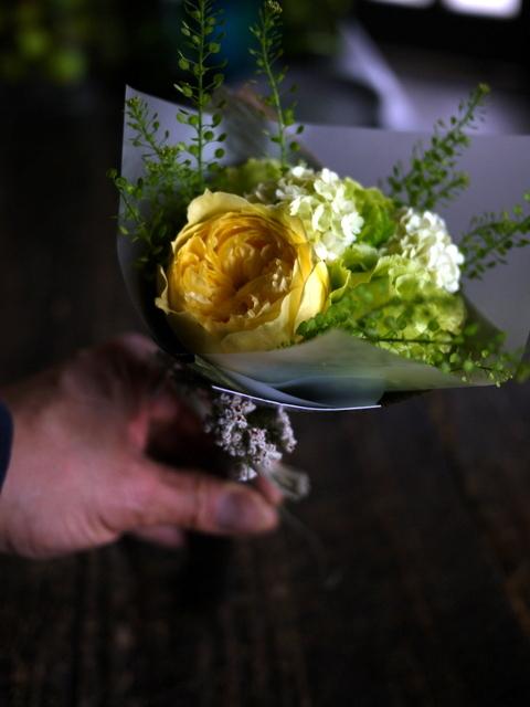 お誕生日のミニブーケ2種。「白~グリーンと、黄色~グリーン」。2019/07/05。_b0171193_17590372.jpg