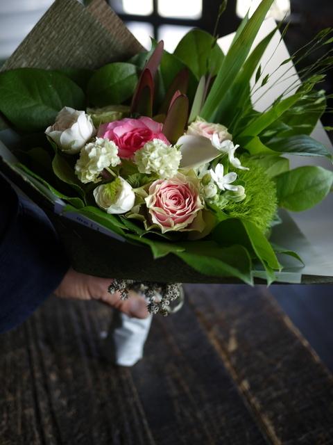 お誕生日の女性への花束。「可愛らしく」。2019/07/06。_b0171193_18060021.jpg