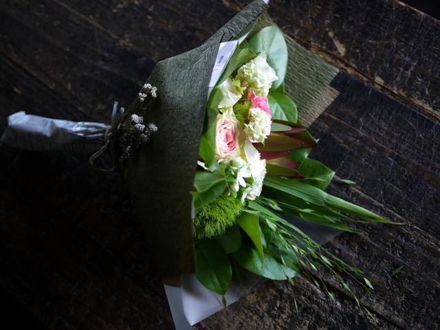 お誕生日の女性への花束。「可愛らしく」。2019/07/06。_b0171193_18060208.jpg