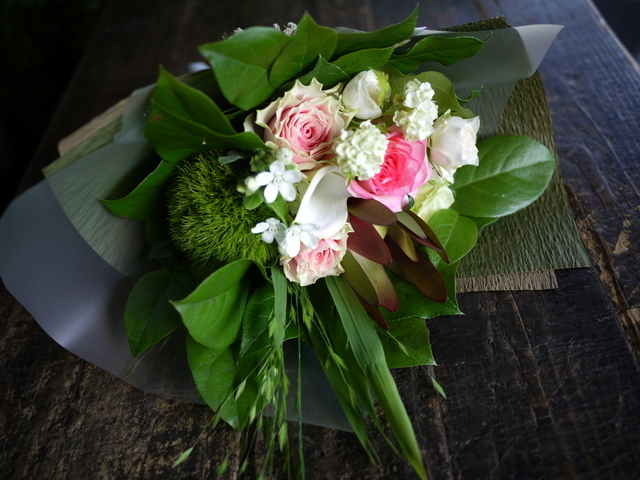 お誕生日の女性への花束。「可愛らしく」。2019/07/06。_b0171193_18060550.jpg