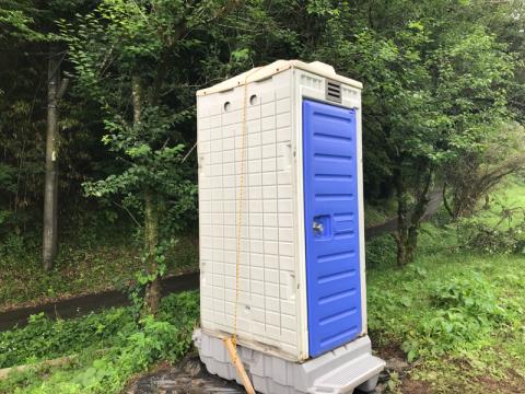 仮設トイレ設置しました。_f0331126_23075887.jpg