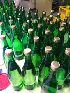 「純米吟醸ブルーラベル」「特別純米酒 PINKラベル」などレッテル張り_d0007957_22335931.jpg