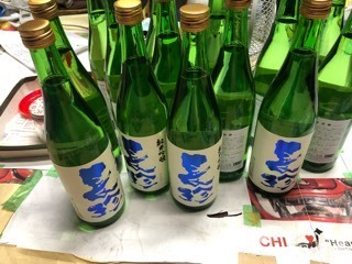 「純米吟醸ブルーラベル」「特別純米酒 PINKラベル」などレッテル張り_d0007957_22343093.jpg