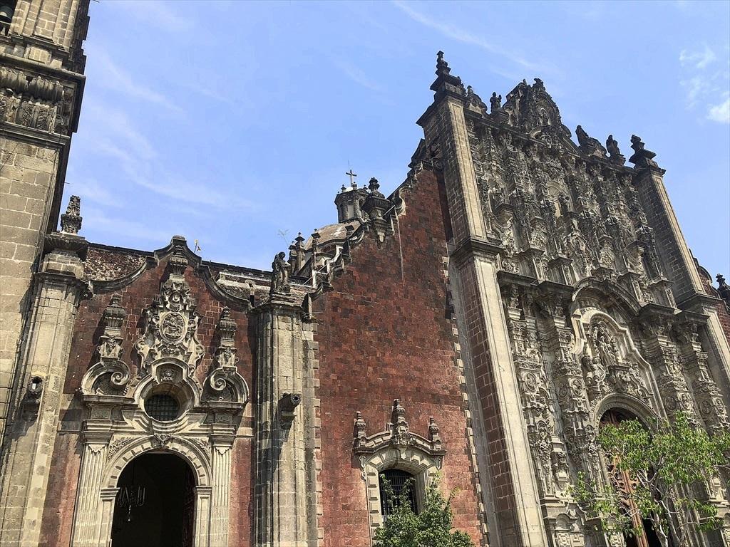 中南米の旅/68 アステカ遺跡の上に建つメトロポリタン大聖堂@メキシコシティ_a0092659_11020278.jpg