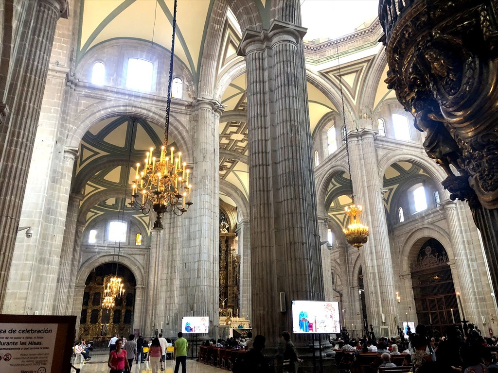 中南米の旅/68 アステカ遺跡の上に建つメトロポリタン大聖堂@メキシコシティ_a0092659_11022693.jpg