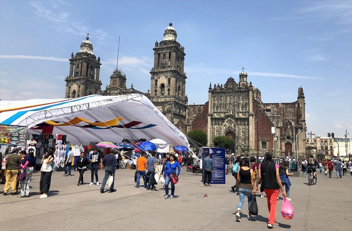 中南米の旅/68 アステカ遺跡の上に建つメトロポリタン大聖堂@メキシコシティ_a0092659_11274639.jpg