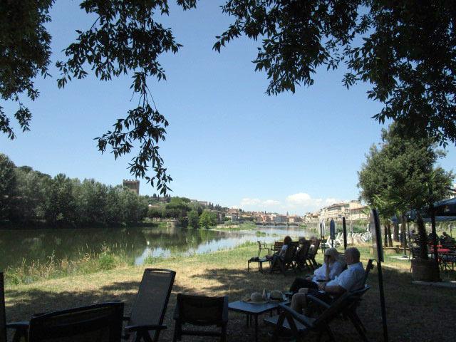 フィレンツェで暫しリラックスしたい場所ーニュースポットです!!_c0179785_01223358.jpg