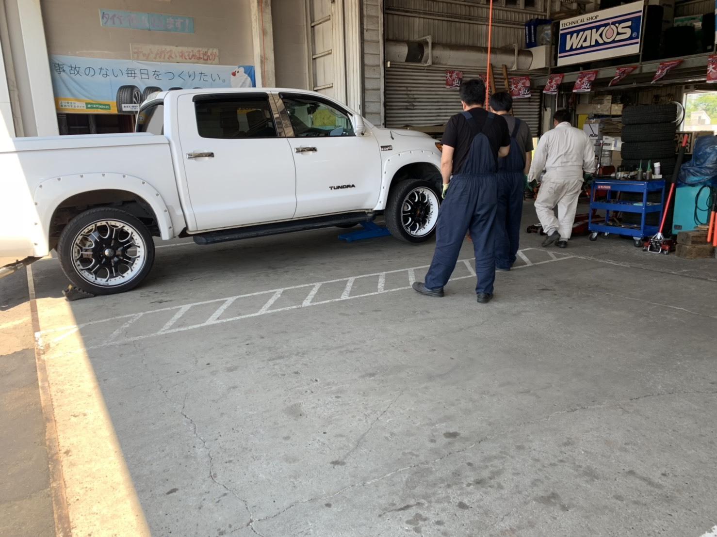 7月9日(火)本店ブログ♪ランクル200 4.6AX 4WD 21000キロです! ハマー レクサス アルファード_b0127002_19215024.jpg
