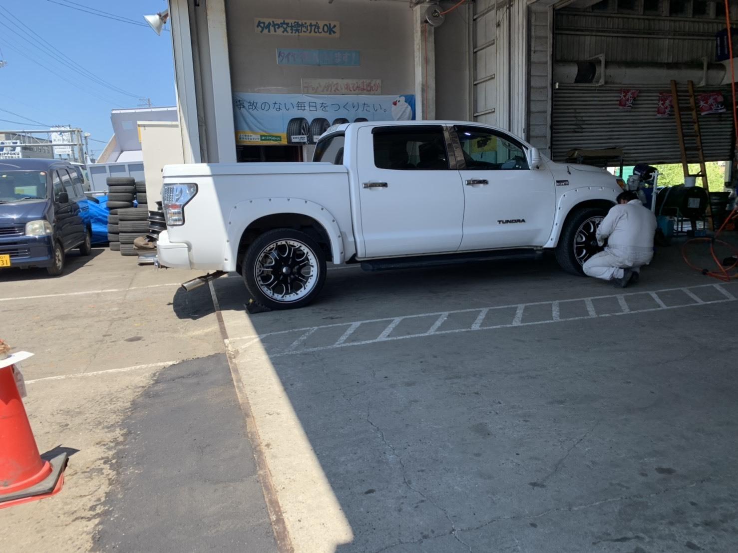 7月9日(火)本店ブログ♪ランクル200 4.6AX 4WD 21000キロです! ハマー レクサス アルファード_b0127002_19220210.jpg