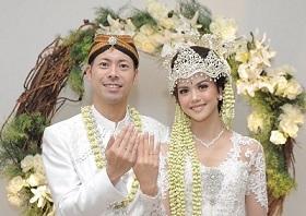 【祝・結婚!】インドネシア住みます芸人・アキラ・コンチネンタル・フィーバーがもう1つのゴールデンブザー! 結婚を報告_a0054926_06165782.jpg