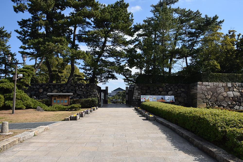海に浮かぶ要塞、讃岐高松城を歩く。 その6 <外周、東の丸>_e0158128_20581921.jpg