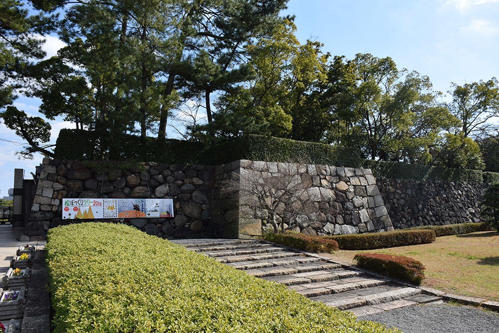 海に浮かぶ要塞、讃岐高松城を歩く。 その6 <外周、東の丸>_e0158128_21013843.jpg