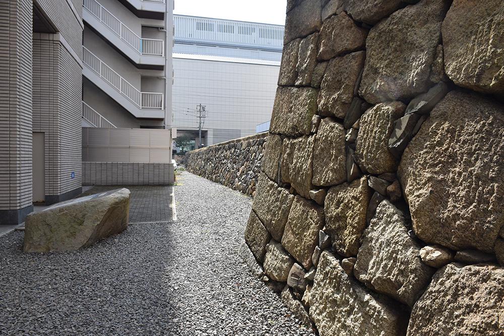 海に浮かぶ要塞、讃岐高松城を歩く。 その6 <外周、東の丸>_e0158128_21155096.jpg