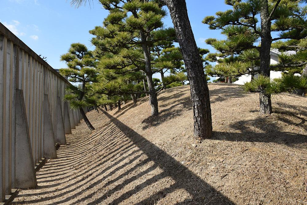 海に浮かぶ要塞、讃岐高松城を歩く。 その6 <外周、東の丸>_e0158128_21212371.jpg
