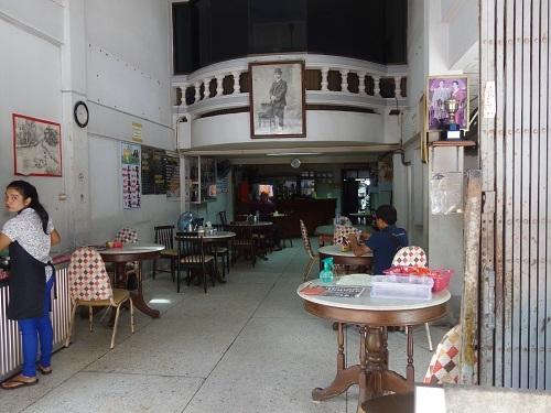 ナラティワートの飲茶屋で朝食、店名は民利か利民か・・?_c0030645_12125264.jpg