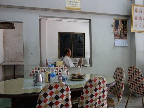 ナラティワートの飲茶屋で朝食、店名は民利か利民か・・?_c0030645_12131089.jpg