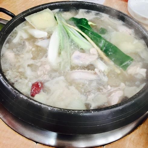 ソウル旅行 17 美味し過ぎるタッカンマリに出会う「クンソンタッカンマリ」_f0054260_17440640.jpg