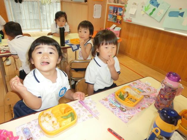 今日の幼稚園はきゅうり祭り!?_b0233868_16074491.jpg
