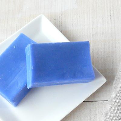 ラピスラズリの代わりに・・夏に向けてきれいなブルーの石けん_e0270098_19280856.jpg