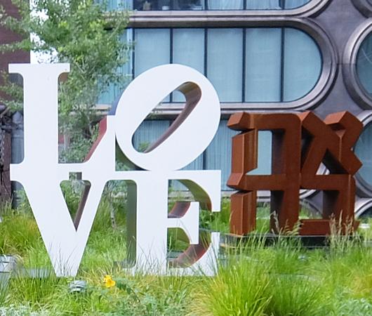 "NYの空中公園ハイラインに多言語化した""LOVE Statue""登場中_b0007805_06075937.jpg"