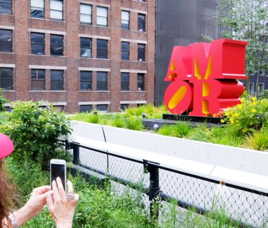 "NYの空中公園ハイラインに多言語化した""LOVE Statue""登場中_b0007805_06084646.jpg"