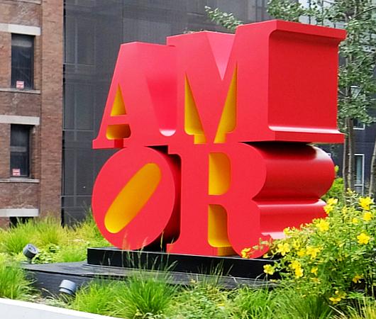 "NYの空中公園ハイラインに多言語化した""LOVE Statue""登場中_b0007805_06085602.jpg"