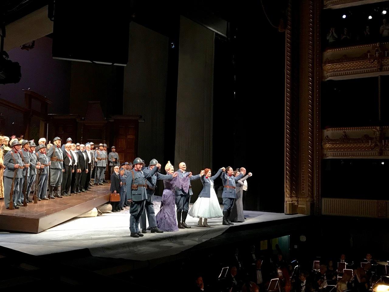 ロイヤルオペラハウスでオペラ『連隊の娘』_e0114020_20482688.jpg