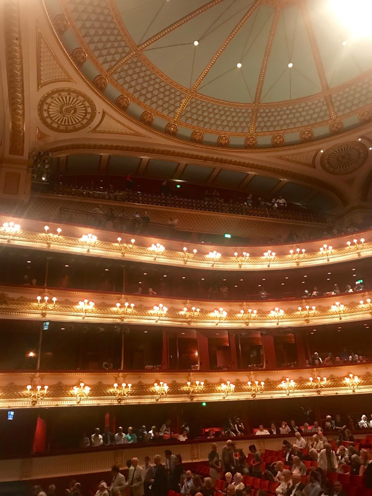 ロイヤルオペラハウスでオペラ『連隊の娘』_e0114020_20494881.jpg