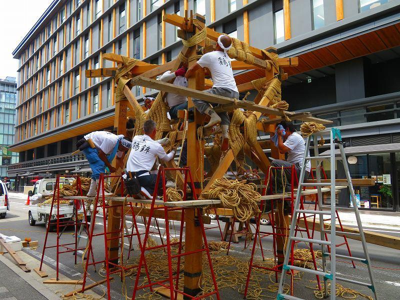 祇園祭恒例の「鉾建て」20190710_e0237645_23302116.jpg