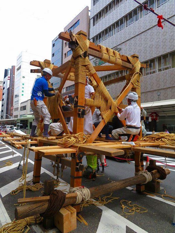 祇園祭恒例の「鉾建て」20190710_e0237645_23302188.jpg