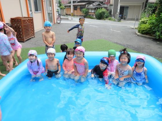 Pool time_e0119166_14435288.jpg
