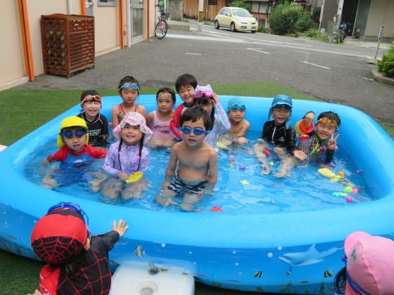 Pool time_e0119166_14473821.jpg