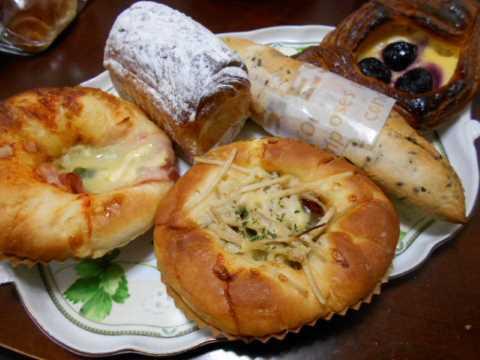 朝早くからお気に入りのパン屋さんへ_f0019498_08165195.jpg