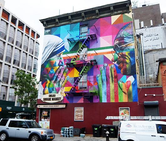 ニューヨークに「マザー・テレサ対ガンジー」の壁画_b0007805_03391330.jpg